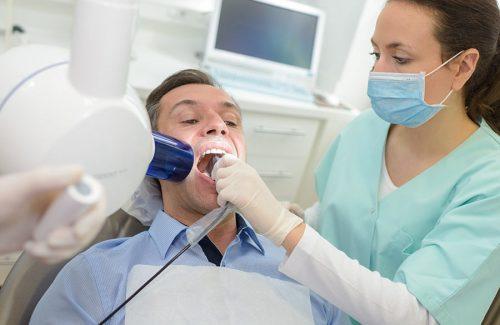 dentist-doing-digital-xray-in-dentist-office-PEYMCLT